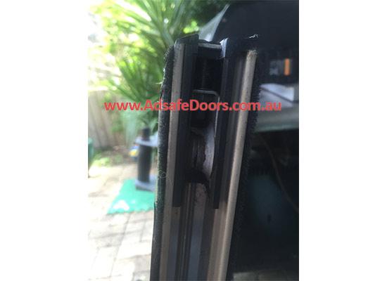 sliding-door-disaster-problems-006